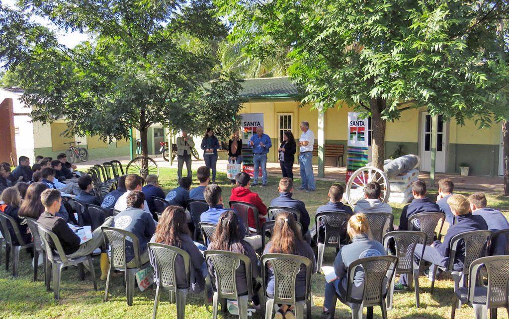 Provincia Entreg Insumos Para Dos Viveros De Esperanza